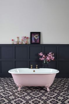 Loved styling this petite millbrooke pink bath painted in Mylands limited edition Blush. The small bath is super cute but the colour is awesome too. Bathroom Design Small, Bathroom Colors, Bathroom Ideas, Navy Bathroom, White Bathrooms, Luxury Bathrooms, Master Bathrooms, Dream Bathrooms, Contemporary Bathrooms