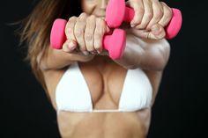 Esercizi per aumentare il seno: il training facile da fare a casa