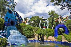 Idee per una gita fuori porta: il Giardino dei Tarocchi a Capalbio, creato da Niki de Saint Phalle. Il Giardino dei Tarocchi è un parco artistico situato in località Garavicchio, nei pressi di Pesc…