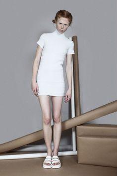 www.ontimemx.com  Geometry Total White @ontimemx  By // @juventinoponce_  Styling // Dirección de arte @edgarsebastien  Make up // Hair @juanmamakeup  Model // @kayla.bengtson @paragonmodelm