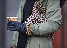 Olive khaki anorak mixed with black leather gloves and chunky gold jewelry, leopard clutch.such an unexpectedly coooool combo! Look Fashion, Winter Fashion, Fashion Outfits, Womens Fashion, Brooklyn Blonde, Black Leather Gloves, Swagg, Casual Chic, Everyday Fashion