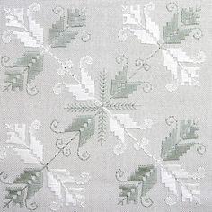 """Las """"labores de Lagartera"""" o """"bordados de Lagartera"""" son finos y elaborados bordados realizados a mano, en manteles, sábanas, colchas, originarios de el pueblo de Lagartera, (Toledo) España. Se utilizan las técnicas y los diseños más tradicionales y los más cuidadosos acabados, que pueden ser """"desilaos"""", hilos """"contaos"""" y/o punto de cruz. Algunos trabajos son una verdadera obra de arte y están bordados a mano y en hilo, podrá comprarlos en www.lagarterana.com Hardanger Embroidery, Cross Stitch Embroidery, Embroidery Patterns, Hand Embroidery, Palacio Bargello, Broderie Bargello, Swedish Weaving, Drawn Thread, Satin Stitch"""