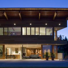 The Cedar Park House by Seattle Based Architect Peter Cohan Modern Roofing, Modern Exterior, Diy Roofing, Roof Architecture, Residential Architecture, Roofing Systems, Park Homes, Roof Design, Modern House Design