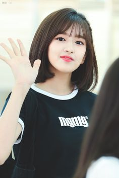 (Credits to the real owner/s) Korean Short Hair, Tomboy Hairstyles, Eyes On Me, Shot Hair Styles, Yu Jin, Uzzlang Girl, Japanese Girl Group, Kim Min, The Wiz