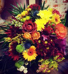 Still enjoying the autumn with fresh garden flowers! Fall Floral Arrangements, Fall Flowers, Flower Art, Floral Wreath, Bouquet, Wreaths, Autumn, Fresh, Garden