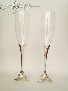 Stunning Silver Plated Toasting Flutes Wedding glasses / Hermosas Copas Para Brindis de Pewter en Baño de Plata #AguiarBridal #AguairBridalShoes #AguiarCasadeNovias