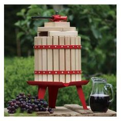 Spindle Grape and Fruit Press 12L - a large capacity fruit presses with a classically appealing design.