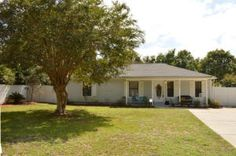 Great starter home East Navarre w/ a pool