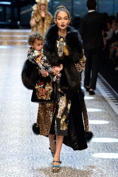 Dolce & Gabbana коллекция | Коллекции осень-зима 2017/2018 | Милан | VOGUE