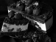 Tort cu ciocolata, mascarpone si capsuni - CAIETUL CU RETETE Yummy Cakes, Deserts, Food, Mascarpone, Essen, Postres, Meals, Dessert, Yemek