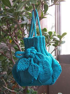 Knitting tutorial for this cute little purse
