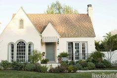Best Modern Cottage Exterior Design And Ideas French Country Exterior, French Country Cottage, French Country Decorating, Cottage Decorating, White Cottage, Cottage Ideas, Country Style, English Cottage Exterior, Modern Cottage Decor