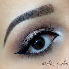 Sometimes great brows and liner is perfect. @glitz_n_glam has beautiful