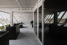 + VMX collaborate for media agency office in amsterdam Industrial Office Design, Office Interior Design, Modern Industrial, Office Interiors, Exterior Design, Lobby Interior, Interior Architecture, Agency Office, Loft