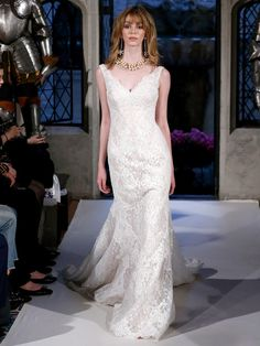 Oleg Cassini Spring 2018: A Twist on Tradition | TheKnot.com