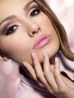 Maquillaje para el día en tono rosa - Para Más Información Ingresa en: http://videosdecomomaquillarse.com/maquillaje-para-el-dia-en-tono-rosa/