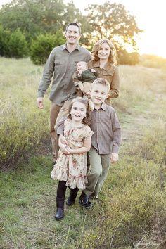 Family Picture Ideas!  Capturing-Joy.com