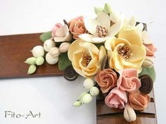 Flores hechas a mano Polymer Clay Flowers, Ceramic Flowers, Polymer Clay Crafts, Polymer Clay Jewelry, Clay Jar, Clay Mugs, Gum Paste Flowers, Paper Flowers, Sugar Flowers