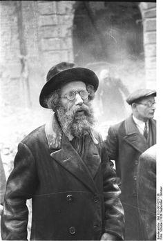 Jewish man. Warsaw during World War II. Poland September 1939 or October 1939