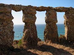 muralhas antigas na Praia Formosa em Santa Cruz @ Torres Vedras