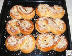 Mucenici traditionali moldovenesti pentru 9 Martie Bagel, Martie, Bread, Recipes, Food, Kitchen, Fine Dining, Cooking, Meal