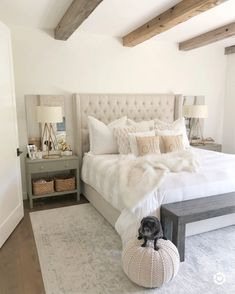 Check out these dreamy Farmhouse bedroom ideas and transform your bedroom into a beautiful space! Cozy Bedroom, Home Decor Bedroom, Master Bedroom, Bedroom Ideas, Cream Bedrooms, Dream Rooms, Beautiful Bedrooms, Decoration, Room Inspiration