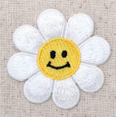LARGE Daisy - White/Smiling Face/Flower - Iron on Applique/Embroidered Patch Cute Patches, Pin And Patches, Iron On Patches, Embroidery Patches, Embroidery Applique, Embroidered Patch, Diy Craft Projects, Crafts, Flower Patch