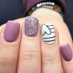 The advantage of the gel is that it allows you to enjoy your French manicure for a long time. There are four different ways to make a French manicure on gel nails. Heart Nail Designs, Purple Nail Designs, Diy Nail Designs, Purple Nails With Design, Nail Design For Short Nails, Black And White Nail Designs, Diy Nails, Cute Nails, Pretty Nails