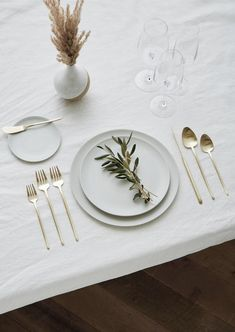 Looking for Minimal Flatware Rentals for a Wedding or Event in Los Angeles, CA? Discover Greystone Table & explore our collection of Chic Flatware Rentals Large Plates, White Plates, Traditional Flatware, Silver Sage, Dinnerware Sets, Neutral Dinnerware, Thanksgiving Table Settings, Table Set Up, Matte Satin