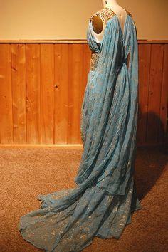 Daenery Targaryen Blue and Gold Dress Gown - Qarth - Game of Thrones Costume Replica Back -Fanndis Got Costumes, Movie Costumes, Cosplay Costumes, Blue And Gold Dress, Fantasy Costumes, Larp, Playing Dress Up, Costume Design, Pretty Dresses