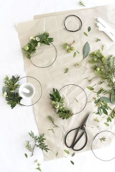 Tabletop Ideas for Holiday Parties Tabletop-Ideen für Weihnachtsessen Natural Christmas, Noel Christmas, All Things Christmas, Winter Christmas, Christmas Wreaths, Christmas Crafts, Christmas Decorations, Xmas, Minimal Christmas
