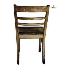Wir stellen vor: Edeltraut #vintage #stuhldesign #vintagemöbel #alterstuhl #stuhl #holzstuhl #sitzmöbel #chair #vintagechair #vintagechairs #stuhlkunst #chairart #vintagestyle #vintageart #vintageartwork #sitzkunst  #stuhlart #stuhlarbeit #handwerk #stuhlleimen #stuhlreihe #stuhlreparatur #altzuneu #stuhlschleifen #schleifwolle