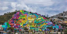 In Pachuca, Mexico, street murals has been elevated to an entirely new level. This sprawling, colorful mural covers a whole neighborhood. Paint coats 20 thousand meters of surface on 209 houses! #LQC #Placemaking