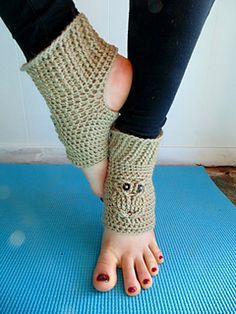 This is a 12 page pdf file with instructions to make these cute and warm yoga/exercise socks with an owl motif. Look great while you're at the gym or add a little extra warmth for your feet while relaxing at home. Uses Sport Weight Yarn Crochet Boots, Crochet Slippers, Cute Crochet, Crochet Crafts, Crochet Clothes, Crochet Projects, Crochet Baby, Knit Crochet, Easy Crochet Patterns