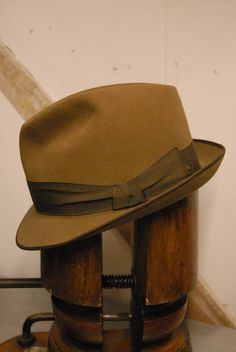 94102e9a Beautiful Vintage Stingy Short Rimmed Trilby Fedora Light Brown Hut Olfers  UK 7 Men's Hats,