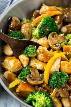 This garlic chicken stir fry is a quick and easy dinner that's perfect for those. - This garlic chicken stir fry is a quick and easy dinner that's perfect for those busy weeknights! Healthy Chicken Recipes, Asian Recipes, Low Carb Recipes, Cooking Recipes, Recipe Chicken, Cubed Chicken Recipes, Quick Recipes, Popular Recipes, Cooking Corn