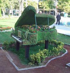 garden piano  (via Panoramio)
