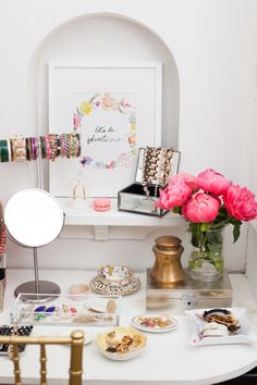 Alaina Kaczmarski's Lincoln Park Apartment Tour theeverygirl Print by: Jenna Kutcher 46724914858880343 Decoration Inspiration, Room Inspiration, Jewellery Storage, Jewellery Display, Jewelry Organization, Office Organisation, Vanity Organization, Makeup Storage, My New Room