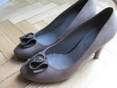 shoe clips made of zip and button