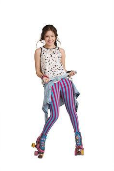 Sou Luna: Promoshoots De Sou Luna Da Primeira Temporada Disney Channel, Sou Luna Disney, Son Luna, Hat Hairstyles, Roller Skating, Seasons, Outfits, Christmas Colors, Origami