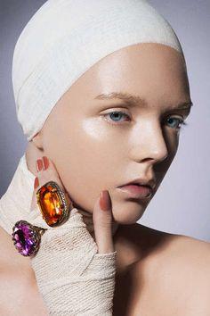 Superficial Bandaged Shoots : EksMagazyn Bartlomiej Chabalowski Love Makeup, Makeup Looks, Hair Makeup, The Machine Stops, Lazy Fashion, Lisa Johnson, Fashion Themes, Clean Beauty, Plastic Surgery