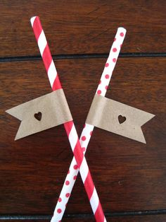 DIY straw flag with brown paper