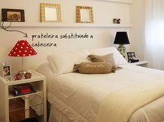 Substitua a cabeceira por uma prateleira fininha e ganhe mais um lugar para guardar acessórios!