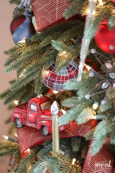 Tips and Tricks for Beautiful Christmas Tree Ribbon +VIDEO Christmas Tree Inspiration, Beautiful Christmas Trees, Colorful Christmas Tree, Diy Christmas Tree, Modern Christmas, Christmas Ideas, Rustic Christmas, Christmas 2019, Vintage Christmas