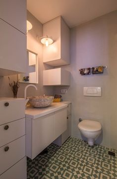 esstich aus stein mit eleganten eames chairs   küche   pinterest, Wohnzimmer dekoo