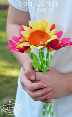 Over 15 Mother's Day Craft ideas for kids to make - egg carton flowers - #mothersdaycraft www.kidfriendlythingstodo.com