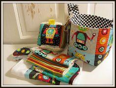 Panier-cadeau bébé robotsBurp tissu bavoir par EmmaGirlDesigns