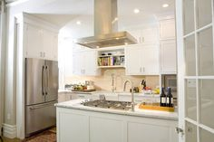 island you can cook at that also has a facet--traditional kitchen by Brunelleschi Construction