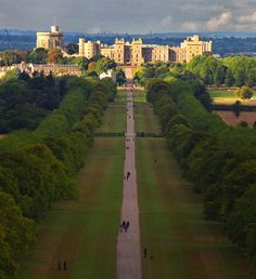 Windsor Castle Long Walk. Credit Graemev2