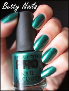 Betty Nails: Mollon Pro 174 & Halloween Manicure